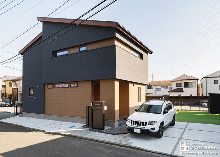 黒×木目調の家