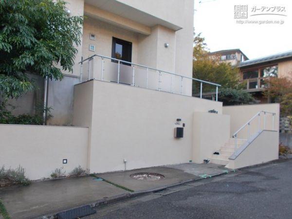 擁壁の再塗装とアプローチのリフォーム工事 No 玄関アプローチの施工例 さくら外壁塗装店